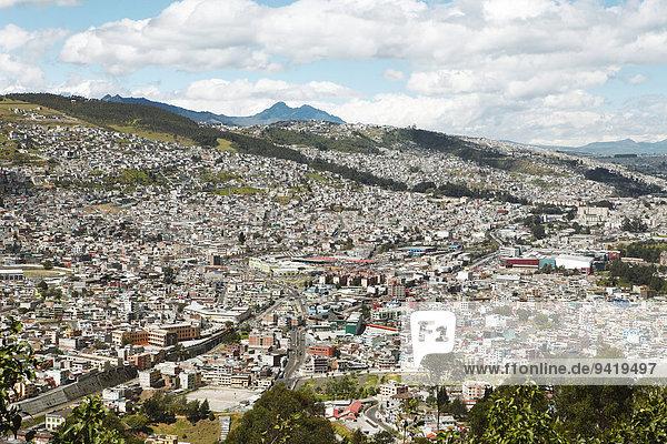 Stadtansicht  Blick vom El Panecillo Hügel auf die Neustadt  Quito  Provinz Pichincha  Ecuador