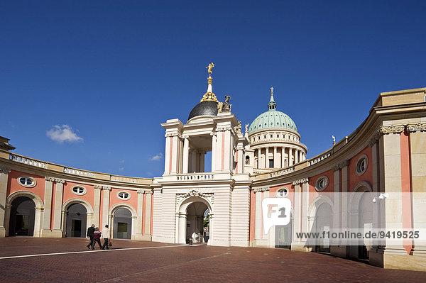 Potsdamer Stadtschloss  Sitz des Brandenburger Landtags  Rekonstruktion  hinten Nikolaikirche  Am Alten Markt  Potsdam  Brandenburg  Deutschland