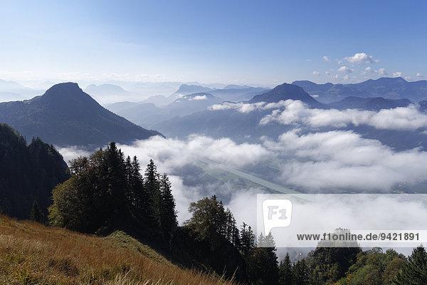 Kranzhorn mit Inntal und Wildbarren  Ausblick vom Heuberg bei Nußdorf am Inn  Chiemgauer Alpen  Chiemgau  Oberbayern  Bayern  Deutschland