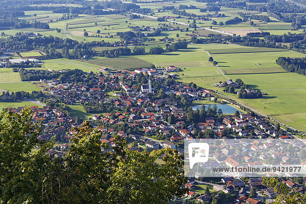 Ausblick vom Petersberg über Flintsbach am Inn  Oberbayern  Bayern  Deutschland