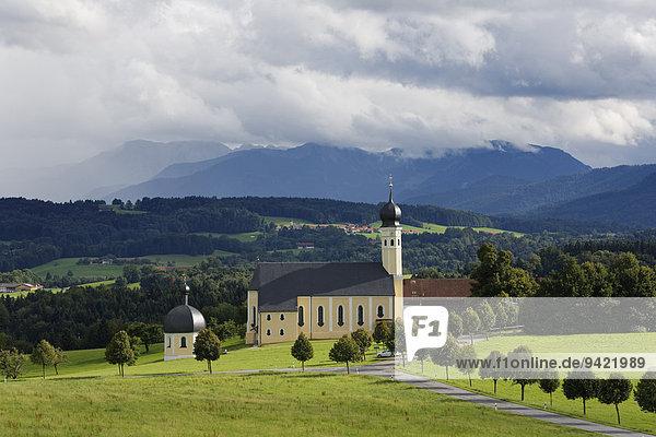 Wallfahrtskirche St. Marinus und Anian in Wilparting  Gemeinde Irschenberg  Oberland  Oberbayern  Bayern  Deutschland
