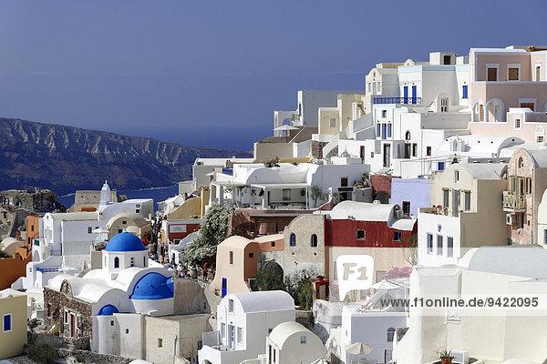 Häuser und Kirchen  Oia  Santorin  Kykladen  Griechenland