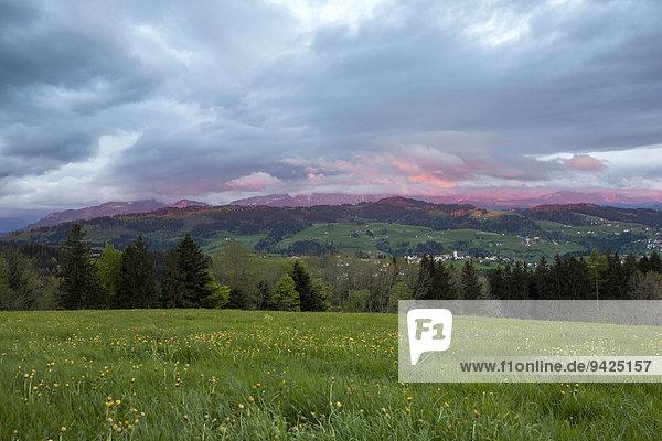 Wolkenstimmung über dem Berg Kaien  Rehetobel  Appenzeller Vorland  Kanton Appenzell Ausserrhoden  Schweiz