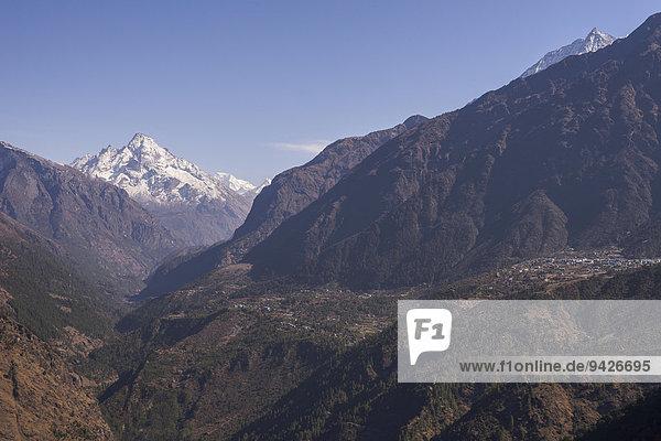 Sherpa-Dorf Lukla vor Bergpanorama  Khumbu  Solukhumbu  Mount Everest Region  Nepal