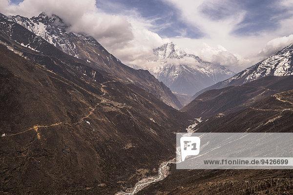 Fluß Dudhkoshi vor Bergpanorama im Gokyo-Tal  Khumbu  Solukhumbu  Mount Everest Region  Nepal