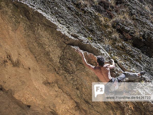 Freeclimber an einem Berggrat  Cordillera Real  La Paz  Bolivien