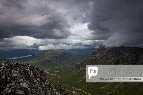 Blick auf das Glen Coe  Highland  Schottland  Großbritannien  Europa