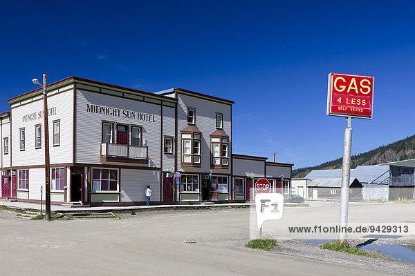Altes Hotel in einer alten Goldgräberstadt am Yukon River  Dawson City  Kanada  Nordamerika  ÖffentlicherGrund
