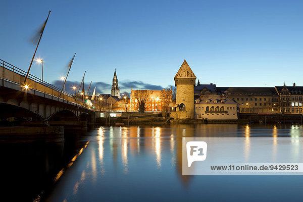Konstanz zur blauen Stunde mit der alten Rheinbrücke  Münster und Rheintorturm  am Bodensee  Baden-Württemberg  Deutschland  Europa