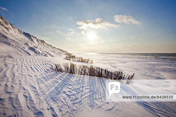 Küstenbefestigung mit Schnee auf der Insel Sylt  Schleswig-Holstein  Deutschland  Europa