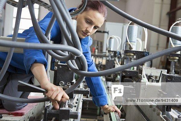 Fabrikarbeiter Arbeitsmaschinen