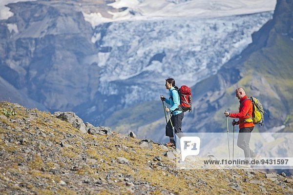 Couple hiking up to Fimmvordurhals Pass above Thorsmork Valley  Thorsmork  South Iceland  Iceland