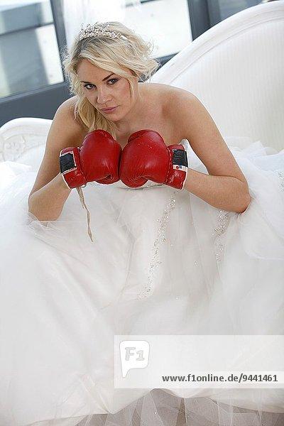 Hochzeit Modell Handschuh anziehen Kleidung Kleid