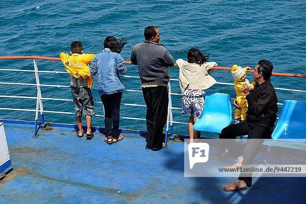 gehen Fähre Passagier Indonesien Lombok Südostasien