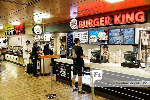 Fast Food takeaway junk Mann Restaurant Kunde Wartehalle Tresen Hawaii hawaiianisch Honolulu Oahu