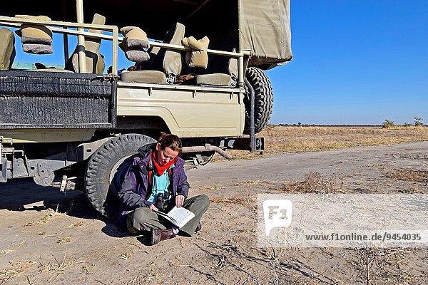 Führung Anleitung führen führt führend Frau sehen Buch fahren Spiel Taschenbuch Pause