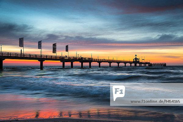 Seebrücke  Sonnenuntergang  Ostsee  Zingst  Fischland-Darß-Zingst  Mecklenburg-Vorpommern  Deutschland  Europa