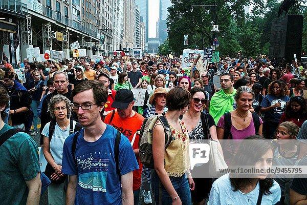 Anschnitt Energie energiegeladen Mensch Menschen Wandel Aktion sauber Besuch Treffen trifft geben Globalisierung Beruf dringend Innenstadt 100 Klima Manhattan März neu Sonntag