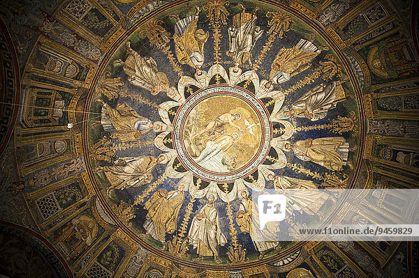 Deckenmosaik im Baptisterium der Kathedrale von Ravenna  Ravenna  Emilia-Romagna  Italien  Europa