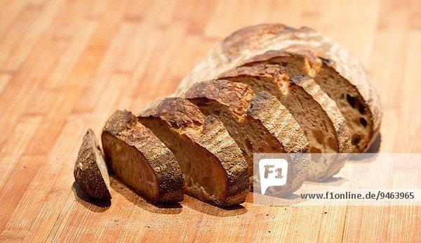hoch oben einsteigen Frische französisch Brot schneiden Küche Scheibe Ländliches Motiv ländliche Motive Holz Menschenreihe Ar gebacken Mode alt Blechkuchen