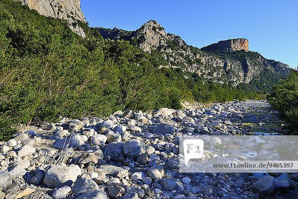 Fast ausgetrocknetes Flussbett des Riu Fiumineddu  Gennargentu-Nationalpark  Supramonte  Provinz Nuoro  Sardinien  Italien  Europa