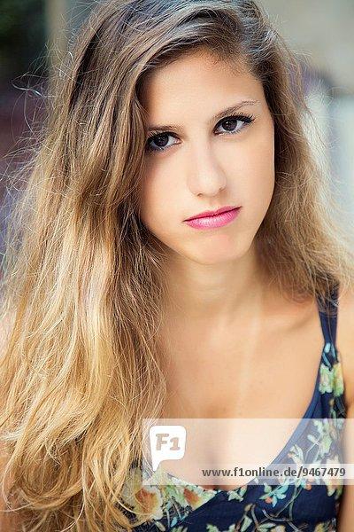 Außenaufnahme junge Frau junge Frauen Schönheit freie Natur