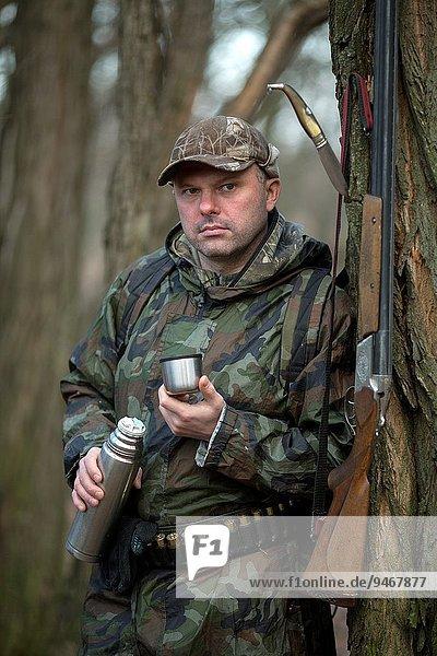 Mann Tarnung Jagd Herbst