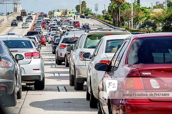 Auto Verkehr Ende Unfall Bundesstraße Bremse Florida Marmelade Miami Straßenverkehr