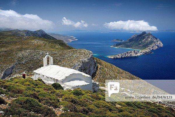 entfernt folgen gehen klein Geschichte Kirche Dorf Insel wandern vorwärts Griechenland Ägäisches Meer Ägäis griechisch Kloster