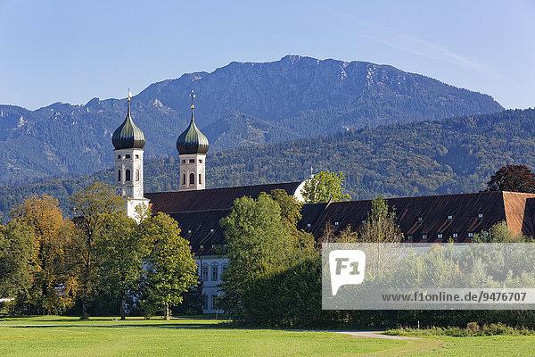Kloster Benediktbeuern und Benediktenwand  Benediktbeuern  Oberbayern  Bayern  Deutschland  Europa