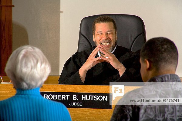 Jugendlicher zuhören amerikanisch Anwalt Urteil Wiederholung Kalifornien Gericht
