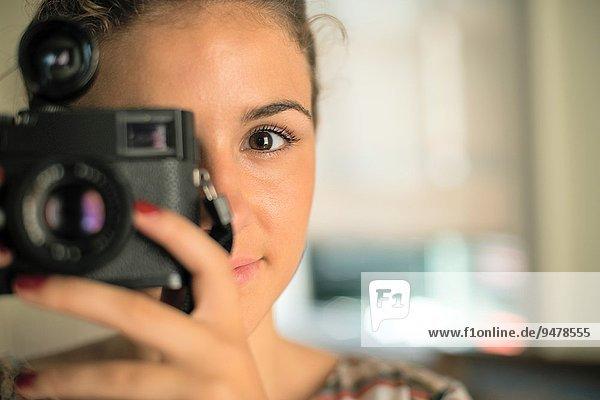 Frau Fröhlichkeit Fotografie nehmen lächeln braun Haar