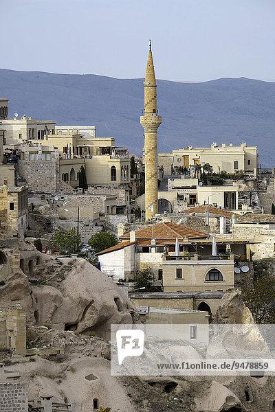 Stadtansicht mit Tuffsteinformationen  Uçhisar  Taubental  Güvercinlik  Provinz Nevsehir  Kappadokien  Zentralanatolien  Türkei  Asien