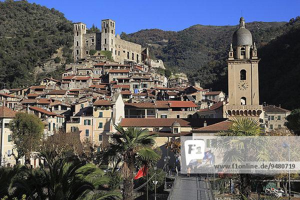 Mittelalterliches Dorf Dolceaqua  Provinz Imperia  Ligurien  Italienische Riviera  Italien  Europa