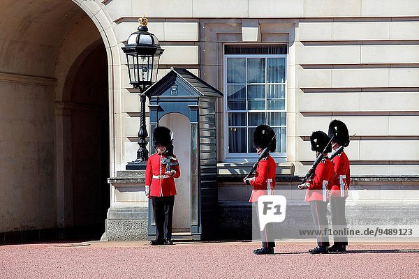 London Hauptstadt Großstadt Palast Schloß Schlösser Westminster wechseln Wachmann