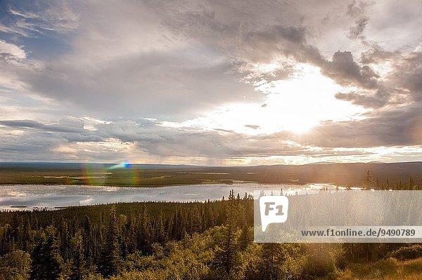 Sonnenuntergang Landschaft über Bundesstraße Alaska