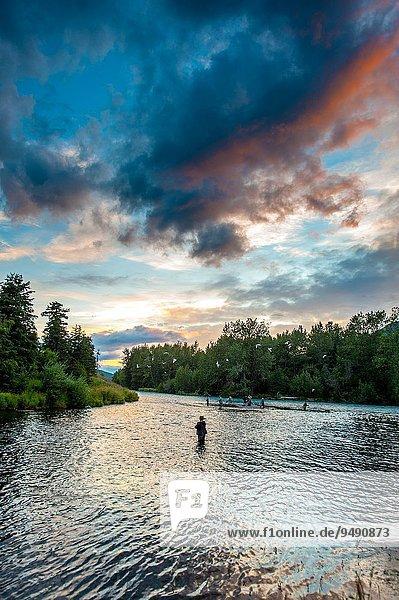 Vereinigte Staaten von Amerika USA Landschaftlich schön landschaftlich reizvoll Landschaft Fluss Kenai-Fjords-Nationalpark Alaska Halbinsel russisch