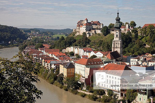 Stadtansicht Stadtansichten Europa Palast Schloß Schlösser Fluss Kirche Bayern Burghausen Deutschland