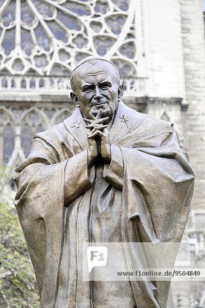 Denkmal  Johannes Paul II.  bei der Kathedrale Notre Dame de Paris  Île de la Cité  Paris  Frankreich  Europa
