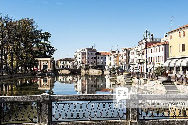 Uferpromenade am Canal Bianco  Stadt Adria  Provinz Rovigo  Venetien  Italien  Europa