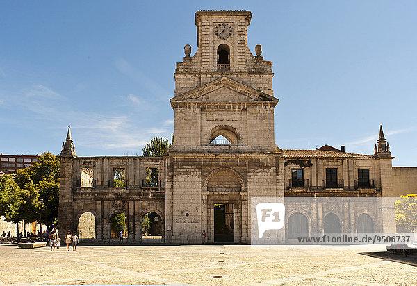 Ruine des Klosters San Juan oder Monasterio de San Juan  heute Museo Municipal Marceliano Santa María  Station auf dem Jakobsweg oder Camino de Santiago  Burgos  Region Kastilien und León  Spanien  Europa