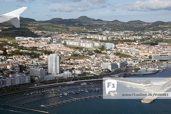Ausblick auf die Stadt  Ponta Delgada  Sao Miguel  Azoren  Portugal  Europa