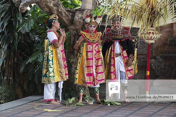 Barong und Kris Tanz  traditioneller balinesischer Tanz  Ubud  Bali  Indonesien  Asien