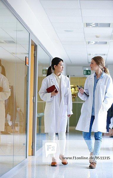 Korridor Korridore Flur Flure Technologie gehen Industrie Labor Innovation Dienstleistungssektor Forscher Forschung Baskenland