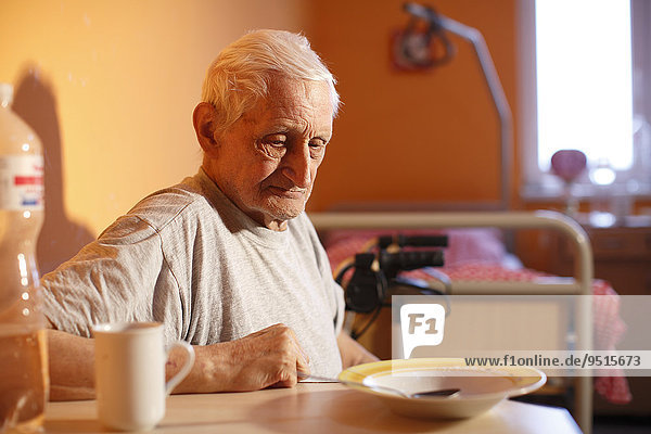Mann  78 Jahre  im Altersheim