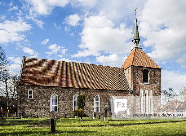 Rysumer Kirche  evangelisch-reformiert  Rundwarftendorf Rysum  Krummhörn  Ostfriesland  Niedersachsen  Deutschland  Europa