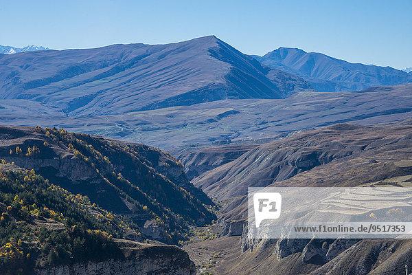 Ausblick auf die tschetschenischen Berge  Tschetschenien  Kaukasus  Russland  Europa