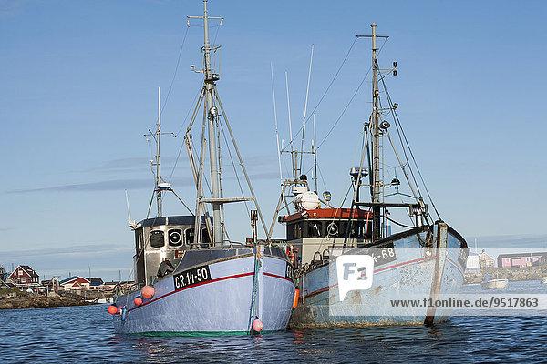 Fischerboote im Hafen  Qeqertarsuaq  Grönland