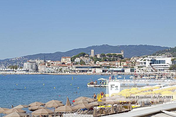 Ausblick von der Strandpromenade auf die Altstadt  Cannes  Côte d?Azur  Provence-Alpes-Côte d?Azur  Frankreich  Europa