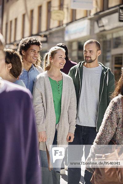 Mensch Menschen gehen Straße jung